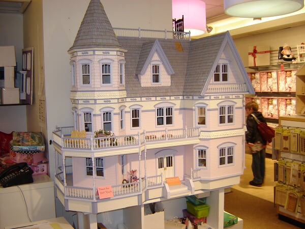 FAO Schwarz - Doll Houses Section 5